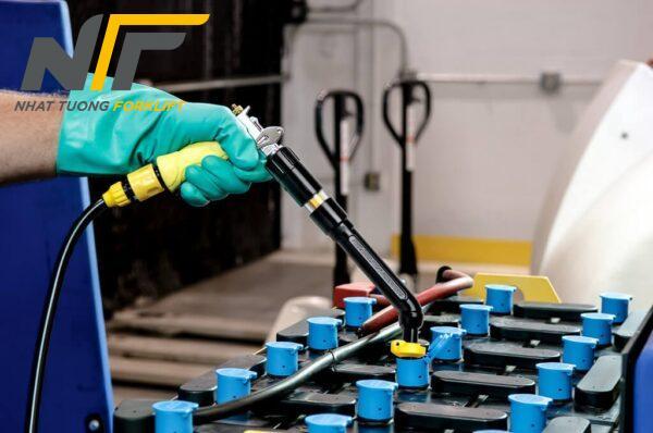 Địa chỉ phục hồi bình điện xe nâng điện uy tín, nhanh chóng tại HCM